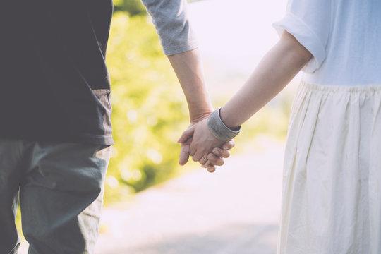 手を繋ぐ 繋いだ手 婚活 お見合い