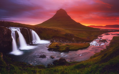 壁紙(ウォールミューラル) - Fantastic image of evening with Kirkjufell volcano the coast of Snaefellsnes peninsula.