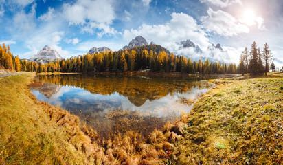 壁紙(ウォールミューラル) - Scenic image of the lake Antorno in National Park Tre Cime di Lavaredo. Location Dolomiti alps, Italy, Europe.