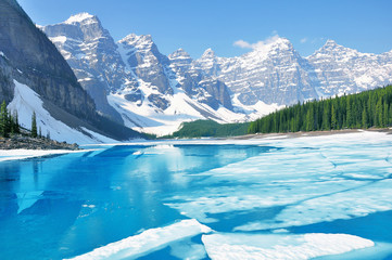 Photo sur Aluminium Canada Moraine lake under the ice at morning spring time. Banff National park. Canada.