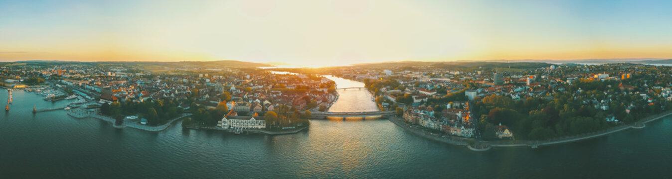 Sonnenuntergang über Konstanz am Bodensee