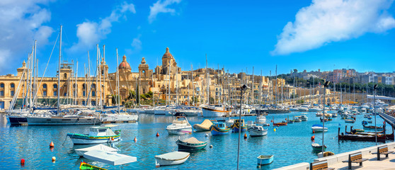 In de dag Mediterraans Europa Waterfront with view of Vittoriosa city and harbour. Malta