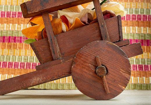 Una hermosa artesanía, carreta de madera
