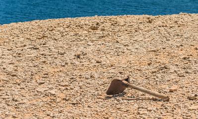 shovel tool dig stone desert