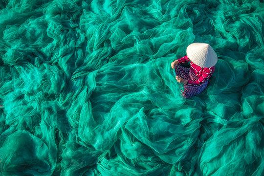 Vietnam Fishermen are repairing fishing nets Fishermen are cleaning Thai fishing nets.
