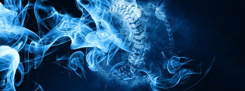 青白い炎と煙に包まれたボール