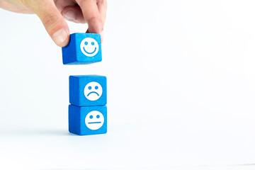 dita, mano, cubi, buon umore, autostima, pensiero positivo