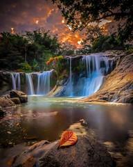 Spoed Foto op Canvas Chocoladebruin Sapaya Waterfall