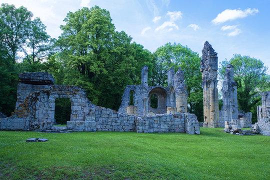 Die Ruinen des im 1. Weltkrieg zerstörten Dorfen Montfaucon d´Argonne/Frankreich in den Ardennen