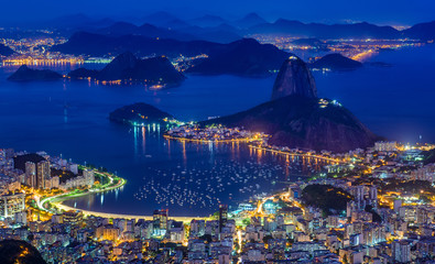 Deurstickers Brazilië Night view of mountain Sugarloaf and Botafogo in Rio de Janeiro, Brazil