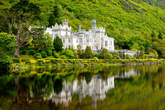Kylemore Abbey with water reflections in Connemara, County Galway, Ireland, Europe. Benedictine monastery founded 1920 on the grounds of Kylemore Castle. Mainistir na Coille Moire