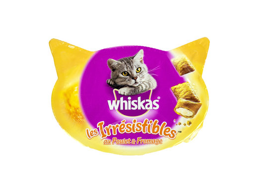 Boite de friandises pour chat de marque Whiskas
