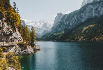 壁紙(ウォールミューラル) - Vorderer Gosausee lake. Salzkammergut is a famous resort area located in the Gosau Valley in Upper Austria.