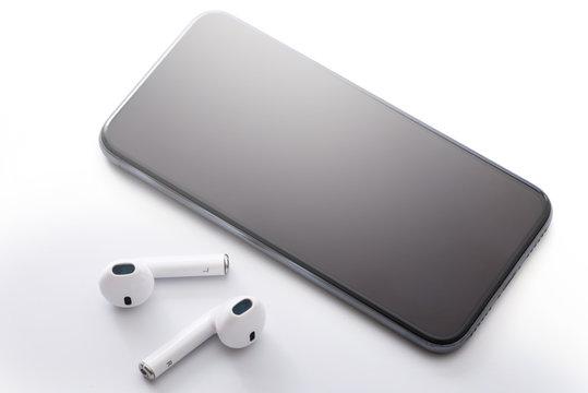 Wireless earphones and smartphone