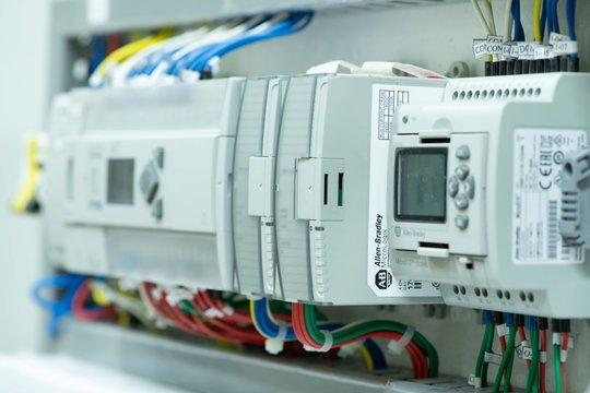 PLC control automatización industria industrial