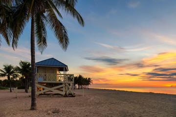 Zelfklevend Fotobehang Diepbruine Ocean beach at sunrise in Florida Keys