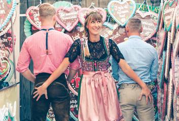 Fototapete - Frau frech mit 2 Buben