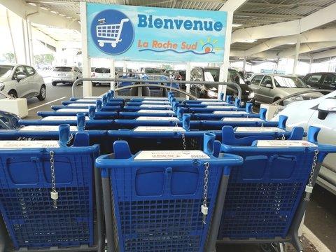 chariots de supermarché de chez LECLERC