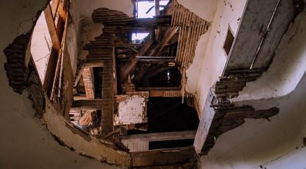 Obraz dziura na strych - fototapety do salonu