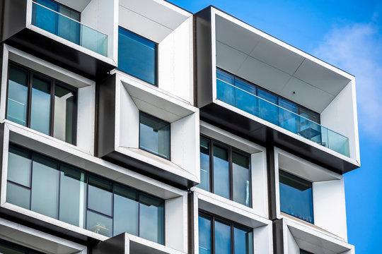Modular facade design of a multi-storey building