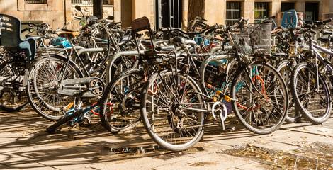 Foto op Plexiglas Fiets bicicletas aparcadas