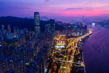 Fotomurales - Aerial view of Hong Kong city at night