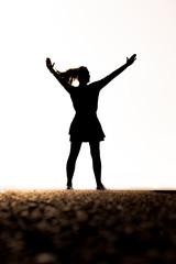 Silhouette einr Frau mit Rock und Pferdeschwanzfigur