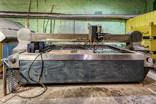 Factory for the manufacture of metal products. Waterjet cutting machine.