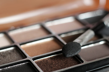 Eyeshadow palette so close, golden and brown color
