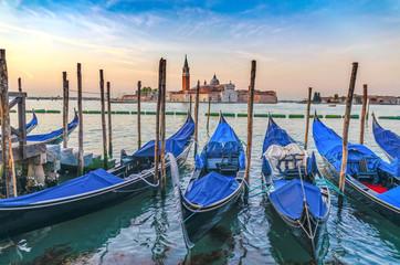 Foto auf AluDibond Gondeln Gondolas in Venice, San Giorgio Maggiore
