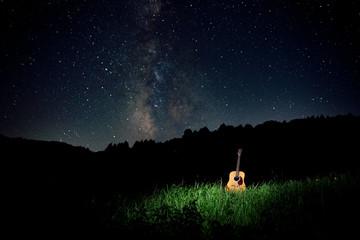 天の川とギター