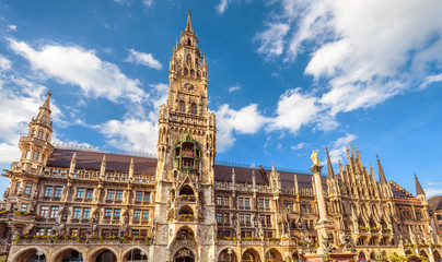 Fototapete - Rathaus or Town Hall on Marienplatz square, Munich, Bavaria, Germany. It is a famous tourist attraction of city. Old Gothic architecture of Munich. Panorama of ornate landmark of Munich in summer.