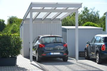 Fototapeta Neuer Carport an einem Wohnhaus obraz
