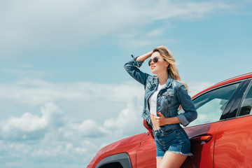 Fotomurales - attractive woman in denim jacket and shorts looking away