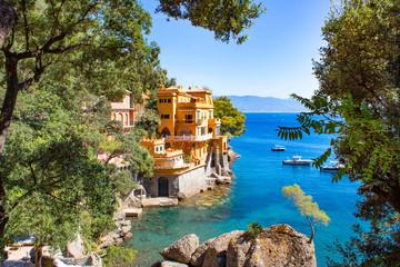 Estores personalizados con paisajes con tu foto Seaside villas near Portofino in Italy