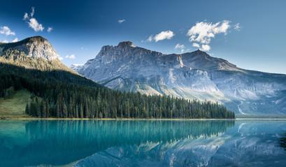 Beautiful emerald lake, Yoho national park, British Columbia, Canada Fototapete