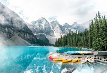 Photo sur Aluminium Canada Beautiful Moraine lake in Banff national park, Alberta, Canada