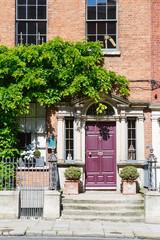 Fond de hotte en verre imprimé Scooter A red burgundy door in Dublin, Ireland. Arched Georgian door house front