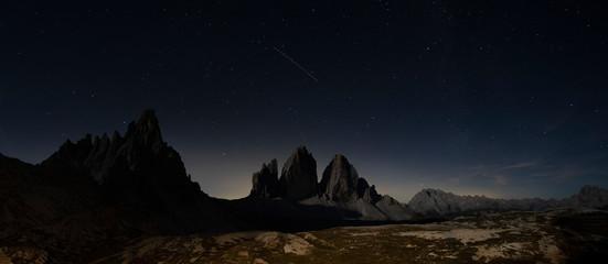 Tre Cime di Lavaredo  panorama di notte sotto il cielo stellato - Dolomiti di Sesto Wall mural