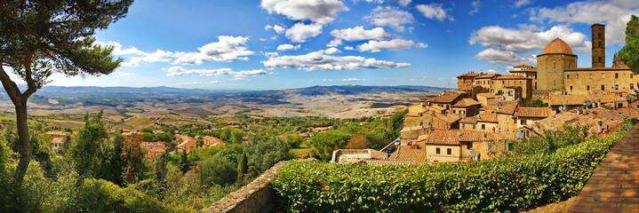 Volterra ist eine malerische Stadt in der Toskana Fototapete