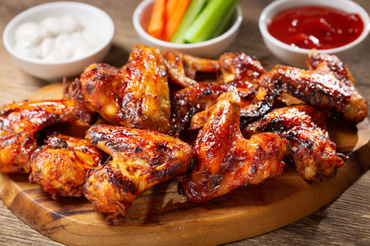 plate of grilled chicken wings