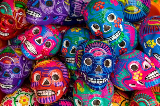 calaca, calavera, calaca de barro, calaverita, calavera de barro, calavera de colores, calaverita de colores, México, artesanía, artesanía mexicana, mexicanidad, noviembre, día de muertos, día de todo