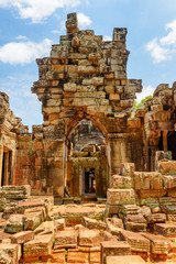 Fototapete - Mysterious view of scenic ruins of Ta Prohm temple, Angkor