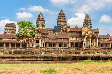 Wall Mural - Awesome side view of ancient temple complex Angkor Wat, Cambodia