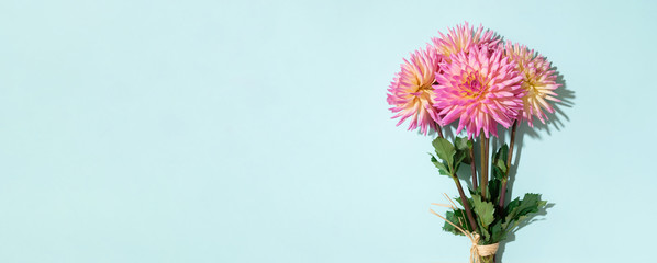 Keuken foto achterwand Dahlia Dahlia ball-barbarry flowers on blue background. Copy space. Top view. Flat lay. Floral design. Pastel summer flower for romantic date or wedding card. Florist concept