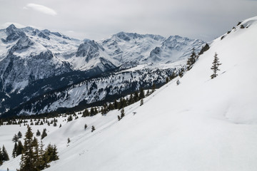 Les Alpes en hiver , chaîne de Belledonne , vallée d' Allevard, Isère , France