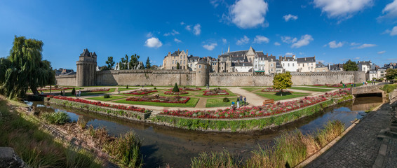 Jardin des Remparts, The Medieval City Wall and Old city panorama,Vannes,France. Fototapete