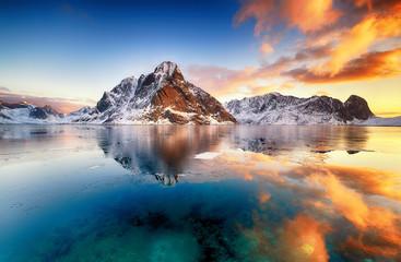 Poster Campagne Beautiful sunrise in Norway - lofotens
