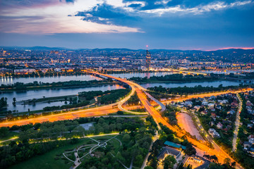 Foto auf Gartenposter Paris Blue hour over Vienna city
