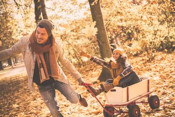 Junges Pärchen im Herbst
